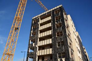 fachada de un edificio en construccion